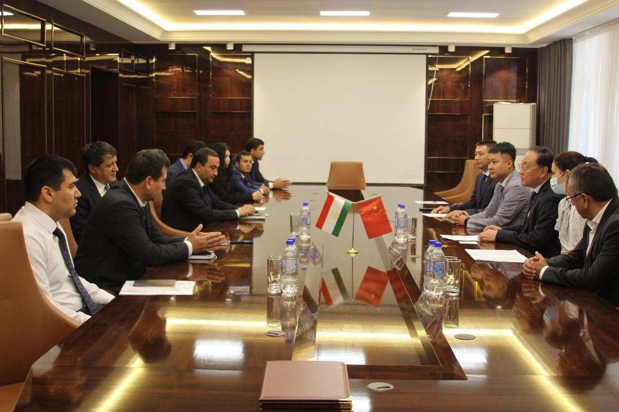 西藏珠峰联合中塔职业教育机构在塔设立培训中心签字仪式在杜尚别举行
