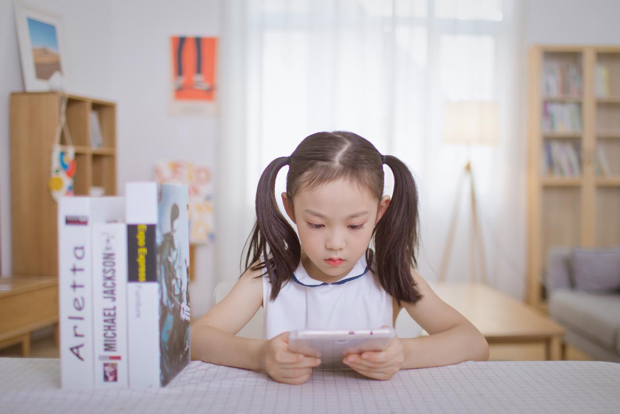 """孩子外语越努力学越好?关于""""语言习得机制"""",家长应做了解"""